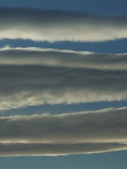 Nubes horizontales (II) (Caliaetu) Tags: morning sky cloud mañana dawn spain nuvola alba gijón asturias amanecer cielo finepix fujifilm nube lever mattino asturies northofspain sooc s6500 s6000 nortedeespaña caliaetu fernandotorrealonso