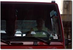 Mr Simpatia (.Tatiana.) Tags: woman man spyshot sãopaulo mulher feira melancia peixe sampa homem tomate chapéu caminhão ceasa mamão papaia johanes ceagesp fotoclube guesswhocametodinner johanesduarte comprandoojantar avidasempsestácadadiamaisdifícil siteparavendadefotos httpwwwplanobfotodesigncom fototatianasapateiro