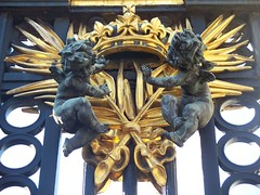 Angels at the Gate (Christian Saefken) Tags: uk greatbritain england london krone gate unitedkingdom buckinghampalace angels gb crown engel tor swords schwerter grosbritannien