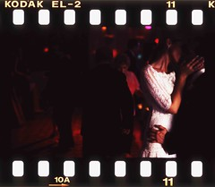 wedding photographers edward olive - wedding dancefloor 2am (Edward Olive Actor Photographer Fotografo Madrid) Tags: madrid lighting wedding espaa color colour film modern 35mm canon de disco groom bride dance spain kiss espanha dress kodak candid boda creative olive photographers slide 11 holes iso edward chrome elite 400 vip 10a positive asa mariage espagne spanien diapositiva reportage sprocket diapo ae2 weddingphotographers reportaje fotosdeboda edwardolive weddingphotosmadrid fotosdebodamadrid photosbyedwardoliveweddingphotographermadrid fotosporedwardolivefotografodebodamadridespaa fotografoseboda photosdemariagephotos madridfotografperacasamentsphotographe