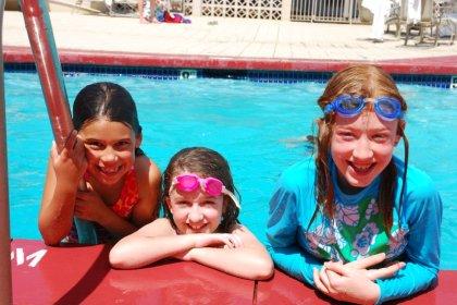 Violet, Jazmin & Karen