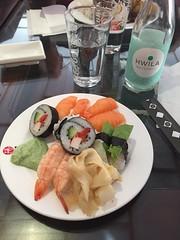 Lunchbuffé 15/2 (Atomeyes) Tags: mat ris fisk sushi wasabi soja vatten ingefära