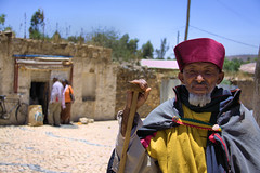 Old pilgrim in Aksum - Ethiopia (NeSlaB .) Tags: world poverty old hat festival canon easter religious photo faith prayer religion hats oldman folklore holy priest christianity ethiopia rite maryam pilgrim axum rites developingcountries reportage pilgrims palmsunday hosanna etiopia aksum  thirld hossana feastofmary stmaryzion hosannafestival neslab  maryamfeast