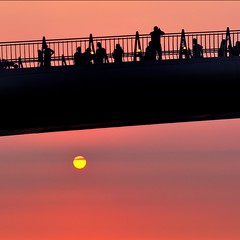 F_DDF4710-夕陽-Sunset-剪影-Silhouette-淡水漁人碼頭-Damshui Fishermans Wharf-台北-Taipei-台灣-Taiwan-中華民國-Rep of China-Nikon D700-Nikkor 70-200mm (May-margy) Tags: silhouette taiwan 夕陽 taipei practice 台灣 台北 淡水漁人碼頭 sunse damshuifishermanswharf 中華民國 習作 nikkor70200mm nikond700 repofchina maymargy t剪影