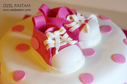 Bebek Converse Ayakkabılı Pasta