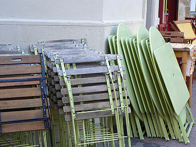 chaises repliées.jpg