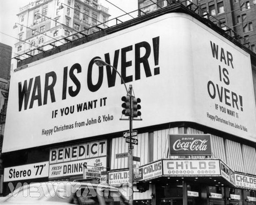 John en Yoko´s billboard in New York. bron± Viewimages
