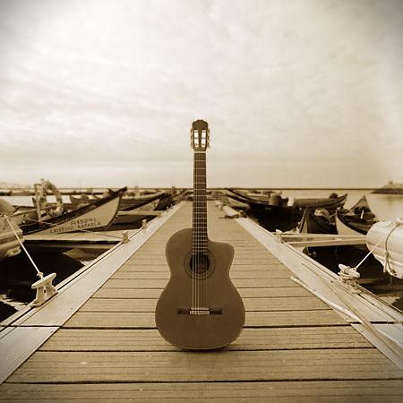 Cais-Chegado-w-guitarr-_-crop