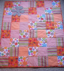 Metrosupial Designs Retro Flower Quilt (Sew Katie Did) Tags: handmade sewing fabric quilting flannel applique amybutler babyquilt joanns babyshowergift metrosupialdesigns