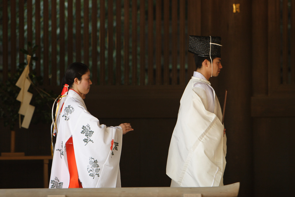 Shinto priestly dress, provided by MrHayata on Flickr