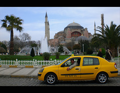 (It's Stefan) Tags: people urban yellow turkey traffic cab taxi turkiye streetlife istanbul mosque trkei 32 taksi moschee