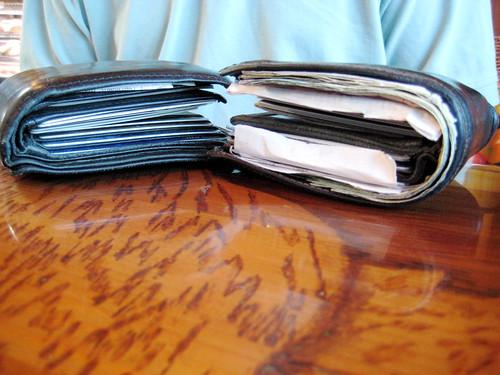 wallet costanza