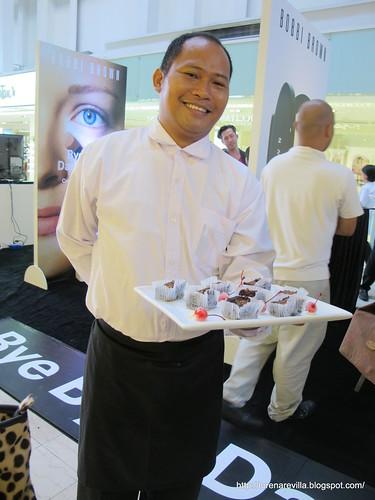 kuya waiter posed for us