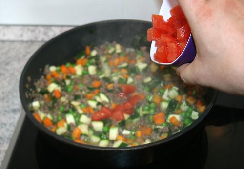 25 - Tomaten hinzu geben