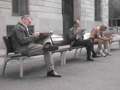 Lectores de Bara (Piper...) Tags: barcelona pipe amanecer barriogotic lectores 3oldmen