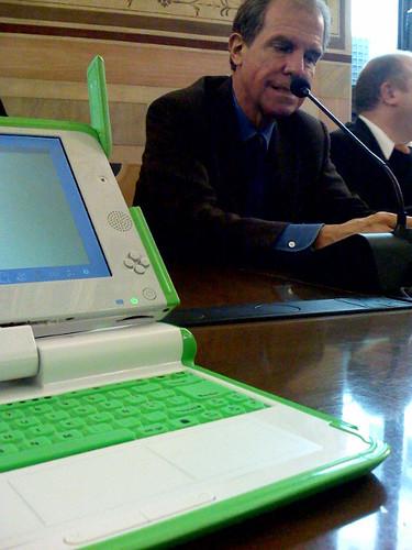 Nicholas Negroponte e l'OLPC venerdì a Firenze