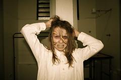 Toda camisa de fora  tamanho P. (Rodolfo Barreto) Tags: brazil woman girl brasil dark photography crazy ad bodylanguage terror makingof exorcist acne rodolfobarreto vocsabeoqueaavonpodefazerporvoc cabelosressecadosesemvida