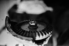 máquina (luciano_sampaio) Tags: bw metal 35mm industrial machinery lightbox máquina antigas caixadeluz lucianodesampaio mquina