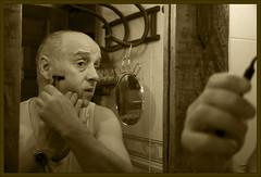 Rutina (Paulina58) Tags: españa blancoynegro sepia canon gente retrato retratos alicante rutina santapola afeitado afeitar rutinas rettemmayo08 bn052008