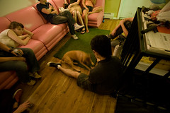 pink couch (mizmareck) Tags: friends amber sienna alison canon1022f3545 lidiakim eriknevalalee brianpark andyclymer phillipckim hangingoutinthelivingroom