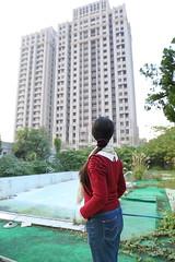 IMG_0490 (Ethene Lin) Tags: 淡水 海天山莊 大樓 廢墟 游泳池 人像 背影
