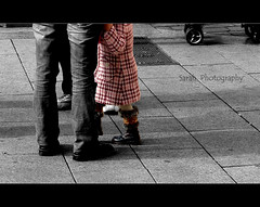little woman (fringuellina) Tags: people bw girl sarah cutout child famiglia mother son bn persone madre flickrmeeting bambina oristano figlio littlewoman supershot streetstories mywinners diamondclassphotographer flickrdiamond piccoladonna fringuellina bisognaviverepercapire cantierifotografici mcb1907