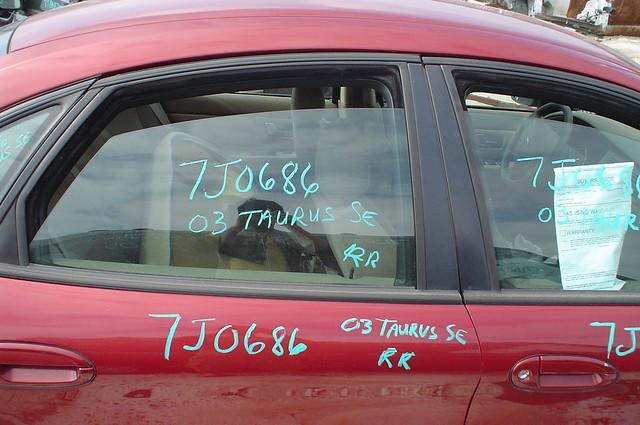2003 ford taurus 7j0686