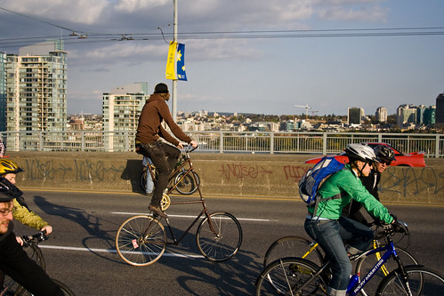 Un grand vélo