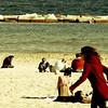 ([ZicoCarioca]) Tags: barcelona sea people sol beach photography mar photo sand mediterranean colours foto photographie gente image playa scene images colores arena photograph barceloneta 2009 carioca zico mediterráneo sunnyday imagery crowded escena soleado adayatthebeach gentío undíaenlaplaya zicocarioca zicocariocascolourprocessinggoldengreen
