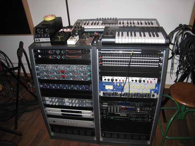 Un rack du studio Woodbox