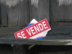 Compradme Pronto! (Lagavulin2) Tags: gijn asturias otoo carteles texturas horreo 2007 ganadoras asturies xixn flaga ganadora cenero patiodelpecador
