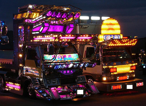 dekotora-trucks-at-night