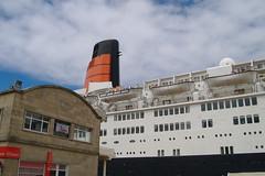 Chimenea del Queen Elizabeth 2 (Tomas R Vigo) Tags: cruise espaa spain ship elizabeth queen galicia 2008 cunard pontevedra qe2 vigo funnel chimenea crucero trasatlantico transatlantico