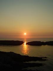 0034 Illas de San Pedro (orxeira) Tags: light sea luz sol atardecer mar laranja galiza amarelo cantil isle ilha sanpedro horizonte anoitecer oceano illa atlantico rocha postadesol ilhas acoruña solpor rochas peneda illas acorunha 0034 solsun chorimadexuño orxeira 003434