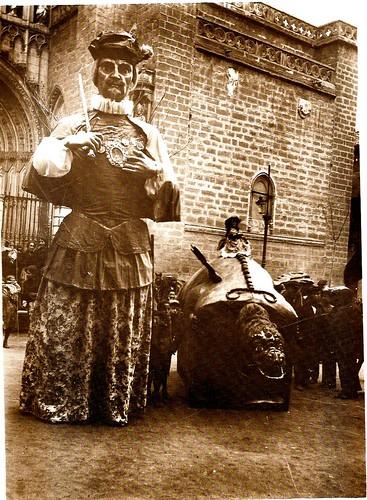 La Tarasca y el gigantón del Cid, en los años 20.