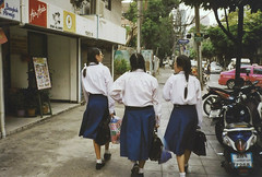 School Girls (romanefranche) Tags: thailande school girls 35mm revue35cc films ishootfilm kodak kodakfilms colorplus 200 bangkok