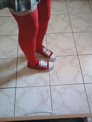 red convers and overknee socks (tenisweczki) Tags: socks skirt sneakers overknee convers crossdresing trampki teniswki