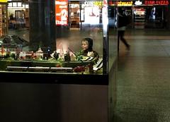 happiness (malidinapoli) Tags: happy child hamburg bahnhof beam kind hh xxx enfant ottensen amburgo glcklich strahlen entschleunigung jaaaaundduhiermittagshattederbrocomputermitleidoderarbeitestduzuhause sowasganzvielstreichelnandafrpassendestellen miniaturbahn modelleisembahn nunaberwirklichgutenacht trumschn undnachfnfnchten undjetztnochvier zuhausebishersehrfleiigundproduktivderbrocomputeristnochimmergnadenlos oderdieses
