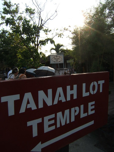 This way to tanah lot