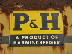 p & h porcelain (dbro1206) Tags: old rust crane rusty equipment machinery resting ph decayed rouille booms