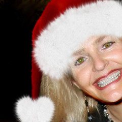 Santa's Helper (janoid) Tags: change santashelper merrychristmas sneaky xoxoxoxo xoxoxoxox christmas2007 saturdaysilliness youlookgreatmydear youhavethemostbeautifulsmileiveeverseen