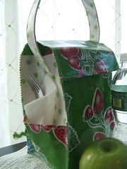 strawberries and green dots oilcloth lunchbag 002