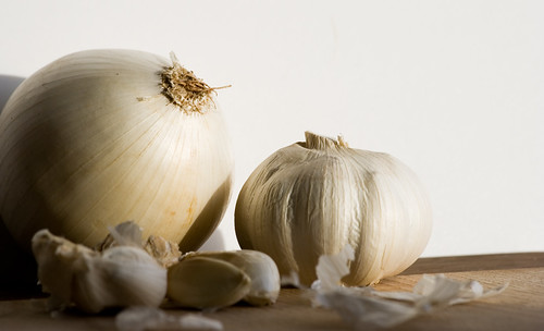 White onion and garlic 2