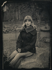 Eline (kadarlevente) Tags: girl denmark still blond oldfashion vintagecamera eline glassnegative frederikshavn schneiderkreuznach 1second widelens onesecondexposure unperfection thovecamera 115cm