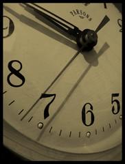 tiempo (chfranco) Tags: color verde green alarm clock argentina argentine happy photo buenosaires foto god pics buenos aires amor sony picasa gimp paz christian panasonic number fotos reloj sur 28 felicidad feliz tac 27 2008 tic zona despertador picnik franco numeros 2007 hapiness gozo w35 alarma scc fotografias montegrande argentinien capitalfederal tz3   christianfranco chfranco