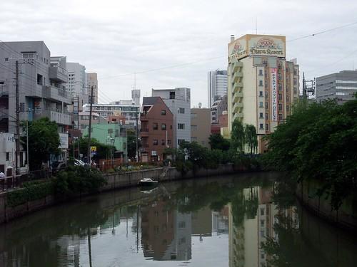 大岡川沿いのマリヤビル・ホワイト