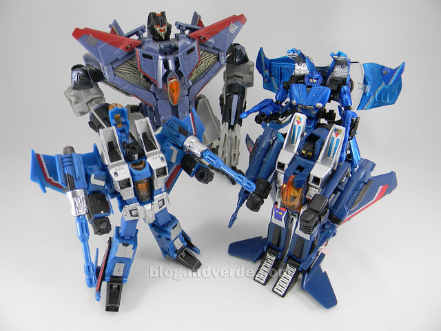 Transformers Thundercracker Alternity - modo robot vs otros Thundercrackers