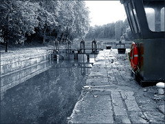 La boue rouge (platane31) Tags: red sepia cutout rouge lumix fz20 canal lock cluse gironde blueribbonwinner boue supershot 10faves mywinners anawesomeshot leplatane castetsendorthe