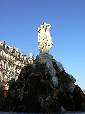 fontaine de la place de la Comédie.jpg