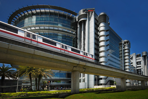 A Singapore MRT train passes the Central Post Office. Photo: williamcho / Flickr Creative Commons